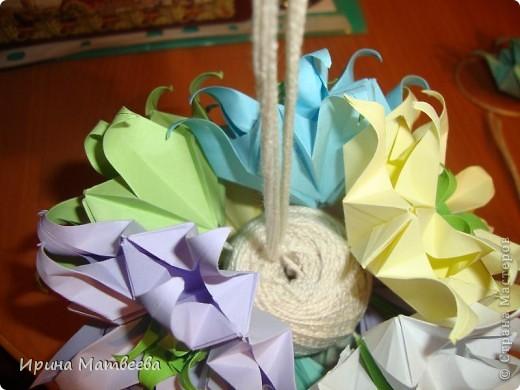 Собрались у меня два цветика- семицветика. Один -  кусудама Romantic Татьяны Высочиной          ( http://pics.livejournal.com/tigreshenka/gallery/0001615k), второй - Пассифлора Екатерины Лукашевой ( http://kusudama.me/#/Passiflora/Passiflora-curly/pass6).. В кусудаме   Romantic я прибавила в цветочках серединки - это не вывернутый модуль супершар.  фото 7