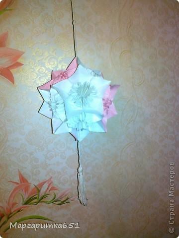 выкладываю мои шарообразные оригами. очень извиняюсь за качество фотографий, они с телефона, на тот момент времени цифровика у меня не было, а кусудамки теперь живут у моих друзей и знакомых.  фото 4