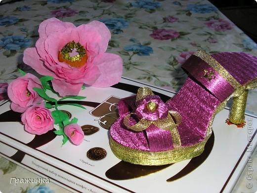 Всем добрый день! Сестренка попросила украсить коробку конфет для подружки на день рождения. Погуляв по Стране я наткнулась на МК туфельки от nataliya: http://stranamasterov.ru/node/259353. И решила попробовать. Что получилось судить Вам.  фото 1