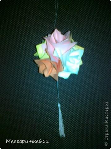 выкладываю мои шарообразные оригами. очень извиняюсь за качество фотографий, они с телефона, на тот момент времени цифровика у меня не было, а кусудамки теперь живут у моих друзей и знакомых.  фото 5
