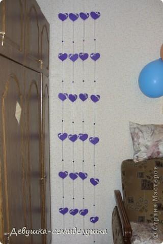 """Для того, чтоб украсить банкетный зал, мы с дочкой сделали гирлянды-сердечки. Всего будет 10 """"дорожек"""". Пока сделали 4 штуки и повесили в зале .  фото 1"""