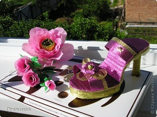 Всем добрый день! Сестренка попросила украсить коробку конфет для подружки на день рождения. Погуляв по Стране я наткнулась на МК туфельки от nataliya: http://stranamasterov.ru/node/259353. И решила попробовать. Что получилось судить Вам.  фото 5