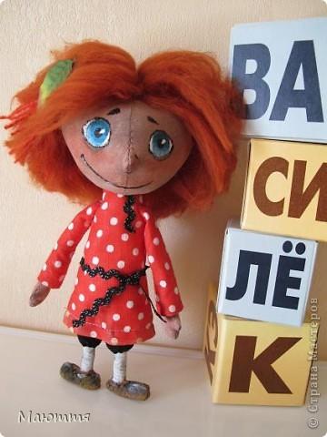"""Помните, я вам говорила, что мои козы http://stranamasterov.ru/node/354526  участвовали в конкурсе и были отмечены жюри, и я получила приглашение стать дизайнером на следующий конкурс. Нужно было сшить игрушку...Думала я не долго. Давно мои девчонки просили к козам сделать еще и мальчишечку, который есть в мультике """"козья хатка"""", но я отнекивалась...А здесь появился """"волшебный пинок"""")))... Короче, вот он - долгожданный герой Василёк фото 2"""