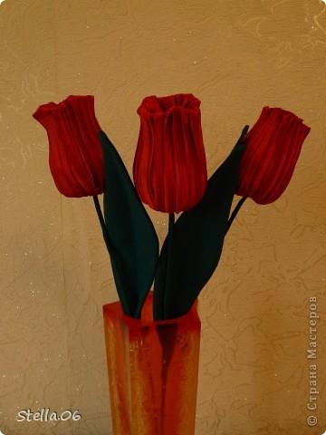 Остатки гофрированной ткани превратились в тюльпаны фото 1