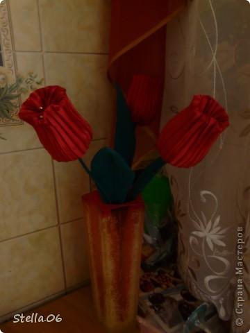 Остатки гофрированной ткани превратились в тюльпаны фото 2