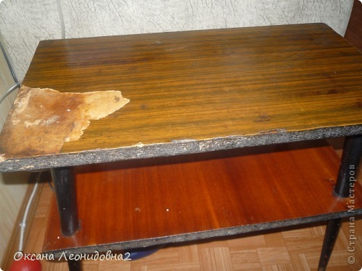 Вот что получилось(не судите строго это у меня первый опыт)Использовала салфетки ,лак мебельный,кракелюрный лак по краю,морилкой покрывала ножки стола. фото 3