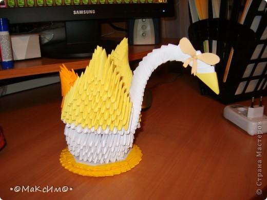 Это моя самая первая поделка в стиле модульное оригами. Его я сделал в школе в 4 классе. Одноклассница предложила нам сделать таких лебедей. Также она сказала что есть спец сайт ( вот этот=)) в котором есть такие лебеди и не только! И благодоря ей я нашёл этот сайт и увлёкся модульным оригами. фото 1