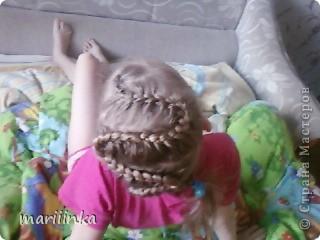 Целый год я каждое утро заплетала косички дочке и её подружкам перед школой.Одна из них предложила пофоткать немножко.Ну и вот их понабралось много. фото 6
