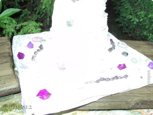 Такие вот колонны получились из сантехнических труб, ткани, вымоченной в ПВА, искусственных цветов, лент и декоративных камешков. фото 3