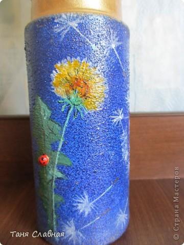 Очарованная работами Ирины Липовой ( http://stranamasterov.ru/node/353627 ), где использовался  крашеный горох в декоре банок, я тоже украсила баночки, используя горох. Спасибо Ирине за вдохновение! На этой терракотовой баночке из-под кофе : стручки гороха и листочки нарисованы акриловыми красками, а сам горошек и божьи коровки - собственно крашеный сушеный горох. фото 11