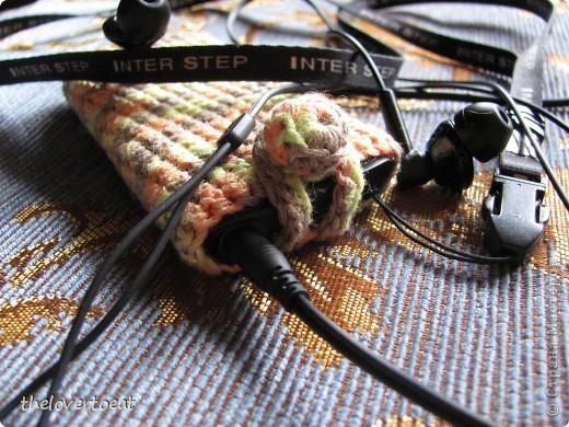 Вот такой чехол для mp3-плеера у меня получился. Для меня это практически первый опыт вязания крючком (не считая попыток в младшем школьном возрасте) фото 4