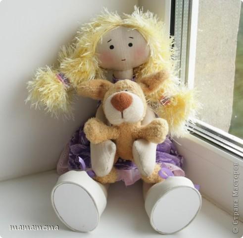 Давно, ну просто очень давно хотела я сшить такую куклу! Выкройку нашла совсем недавно, а тут Ольга Запонова объявила совместный пошив, и я решилась. Вот такая получилась не Снежка, а Солнышка (домашнего питомца одолжили для фотосессии у новой хозяйки куклы-моей дочки))) фото 1