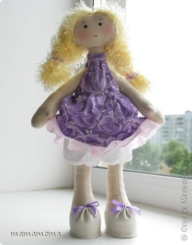 Давно, ну просто очень давно хотела я сшить такую куклу! Выкройку нашла совсем недавно, а тут Ольга Запонова объявила совместный пошив, и я решилась. Вот такая получилась не Снежка, а Солнышка (домашнего питомца одолжили для фотосессии у новой хозяйки куклы-моей дочки))) фото 4