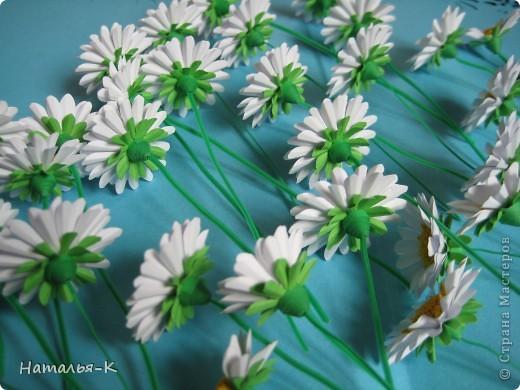 Приглашаю всех, (кому интересно) в мою ,,рабочую кухню,, Сегодня предлагаю вам ,,рецепт,, - ромашка из дырокольных цветов. Ромашки делала для этой картины    http://stranamasterov.ru/node/378810 фото 3