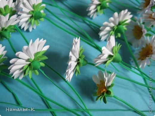 Приглашаю всех, (кому интересно) в мою ,,рабочую кухню,, Сегодня предлагаю вам ,,рецепт,, - ромашка из дырокольных цветов. Ромашки делала для этой картины    http://stranamasterov.ru/node/378810 фото 4