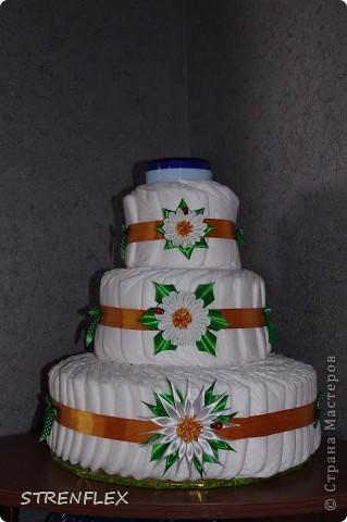 Ура! Вот и родила моя подруга долгожданную доченьку.  А я, как и всегда, решила сделать тортик! Думала-думала какой бы сделать??? А когда возвращалась домой с работы увидела, что начали продавать ромашки! Однозначно решила, что торт будет с ромашками! фото 2