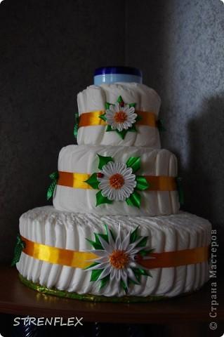 Ура! Вот и родила моя подруга долгожданную доченьку.  А я, как и всегда, решила сделать тортик! Думала-думала какой бы сделать??? А когда возвращалась домой с работы увидела, что начали продавать ромашки! Однозначно решила, что торт будет с ромашками! фото 3