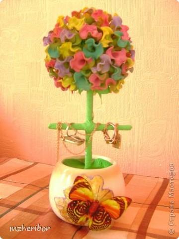Моя подруга очень любит макароны)) И, на ее день рождения я сделала макаронное дерево! По ходу выяснилось, что ей нужна шкатулка для золотых украшений и....я добавила перекладинку))) Вот, что из этого получилось фото 1