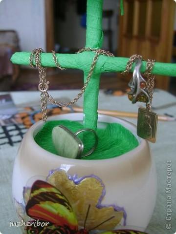 Моя подруга очень любит макароны)) И, на ее день рождения я сделала макаронное дерево! По ходу выяснилось, что ей нужна шкатулка для золотых украшений и....я добавила перекладинку))) Вот, что из этого получилось фото 2
