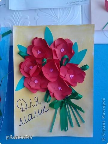 На районный конкурс нужно было сделать открытки для мам, но ошиблись с форматом (размером). Долго не горевали. Эти открытки девочки подарили своим мамам, а на район сделали немного похожие, но с правильным форматом. Идею подсмотрели, но где не помню.  фото 1