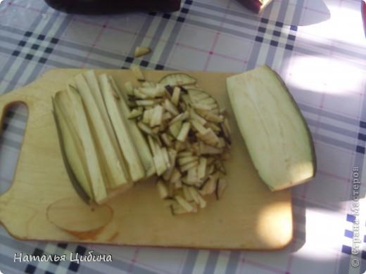Всем приветик! Хочу поделиться с вами рецептом овощной и очень вкусной икры и своим рецептом малосольных огурчиков! Для икры нам понадобится 4 баклажана, 4-5 болгарского перца, 4-5 помидоров, 3-4 головки лука и 1 головка чеснока, растительное масло и соль. фото 3