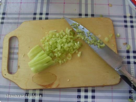 Всем приветик! Хочу поделиться с вами рецептом овощной и очень вкусной икры и своим рецептом малосольных огурчиков! Для икры нам понадобится 4 баклажана, 4-5 болгарского перца, 4-5 помидоров, 3-4 головки лука и 1 головка чеснока, растительное масло и соль. фото 7