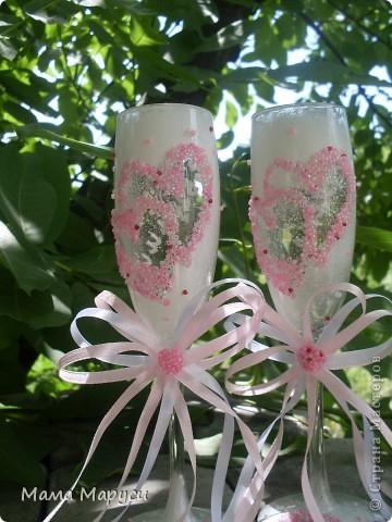 Похожие бокалы,только в белом цвете,я уже делала.Заказчица,увидев их,пожелала себе на свадьбу такие же только в розовом цвете и более пышный бант! фото 1