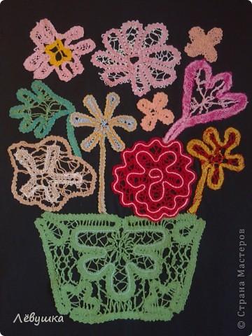 """панно """"Цветы"""" , мои ученицы сами создавали сколки цветка перед плетением. фото 1"""