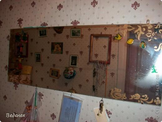 Переделала старое зеркало. Оно было вертикальное, прикреплённое к тумбочке, очень, очень старое и поэтому его хотели выкинуть. Вот что получилось. фото 1