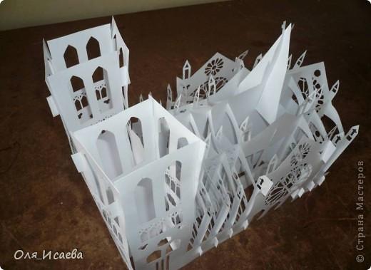 Моя попытка скопировать архитектуру из бумаги.  Источник: http://www.yeesjob.com/New%20notre-dame.htm фото 2