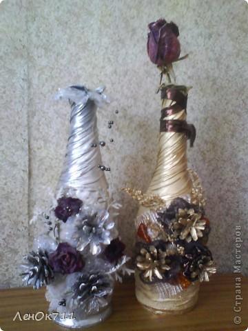 Бутылочка обклеена парчой( на ПВА) + ракушки + сухие травы, забрызганные золотой краской фото 2