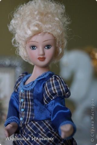 Из неказистой Норы получилась очень симпатичная дамочка. ) Слегка подрисовала губки и лицо озарилось, взгляд стал совсем другим. Добавила на платье кружева и бантики.  фото 8