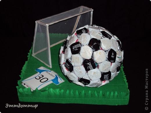 Подарок куму на день рождение. Ярый фанат футбола. Подарок как раз к Евро-2012 :) фото 1