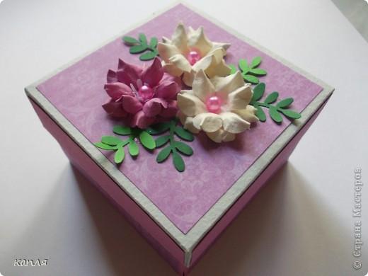 Коробочка для мыльца (мыло варила не я). Мыло делали на продажу, попросили оформить в красивую упаковку. Цветочки самодельные. фото 2