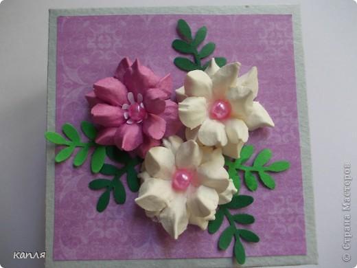 Коробочка для мыльца (мыло варила не я). Мыло делали на продажу, попросили оформить в красивую упаковку. Цветочки самодельные. фото 1