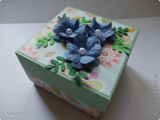Коробочка для мыльца (мыло варила не я). Мыло делали на продажу, попросили оформить в красивую упаковку. Цветочки самодельные. фото 6