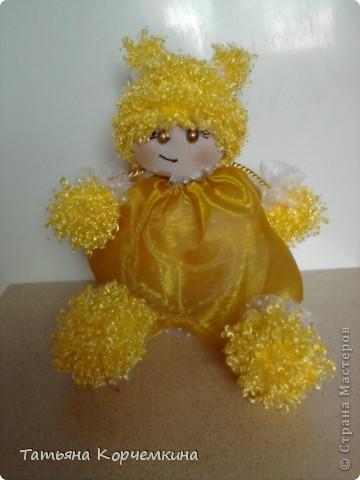 Доброго времени суток всем :) Хочу вам представить на суд кукляшку, которую сшила, буквально за вечер для дочки из остатков всякой-всячины. И вот что у нас получилось: Мы умеем сидеть фото 2