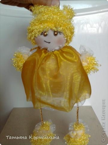 Доброго времени суток всем :) Хочу вам представить на суд кукляшку, которую сшила, буквально за вечер для дочки из остатков всякой-всячины. И вот что у нас получилось: Мы умеем сидеть фото 3