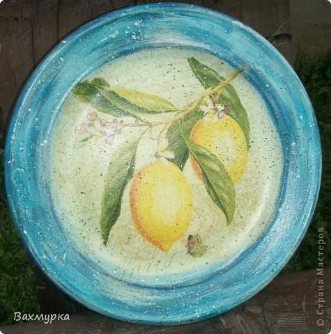 Тарелка d 23 см. В работе использованы акрил. краски 4-5 цветов, салфетка, лак акрил. фото 3