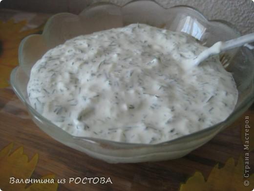 Котлеты по-армянски Говядина 500 гр., свинина 500 гр, лук 1шт, чеснок ,соль,перец по вкусу, картофель 2-3шт,. кабачок-1 средний, хлеб, 2-3 ст л майонеза, зелень, панировочные сухари, постное масло для жарки Все перемолоть на мясорубке.Укроп мелко порезать,добавить в фарш..Сформировать котлеты.Обвалять в сухарях,жарить на постном масле.Тушить мин 20-30 фото 2