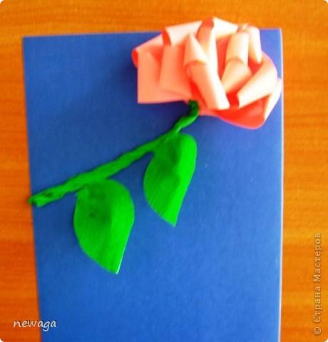 Роза из бумажной полосы - моя авторская разработка. Мастер-класс снимала на занятии с группой детей в городском лагере. На фотографиях работы детей фото 7