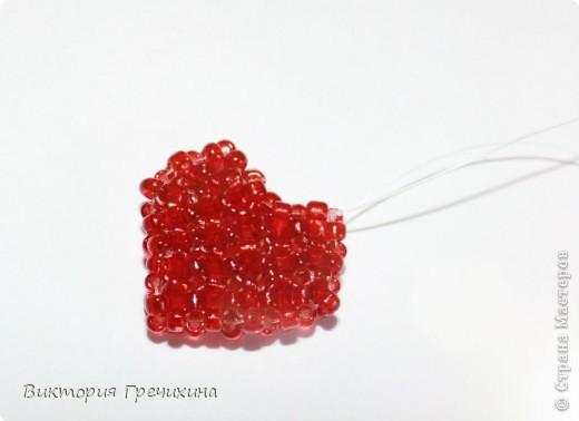 Вот такое вот сердечко я сделала по вот этой схеме http://img.biser.info.s3.amazonaws.com/files/images2node/biser.info_15369727244af67fe68191e_t.jpg. фото 1
