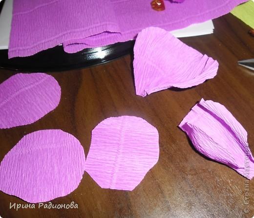 """Моя знакомая, которая работает  в магазине """"Секенд -хенд"""" отдала мне вот такую абсолютно новую  туфельку(попалась в товаре   одна) , я не долго думала, что бы с ней сделать, и решила сделать из нее подарочную упаковку для конфет. Можно  подарить, наполнив вкусными конфетами. фото 6"""