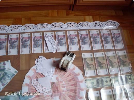 На просторах инета увидела одеяло из денег для молодожёнов, и родилась идея сделать подарочный ковёр ко дню рождения нашей заведующей. фото 12