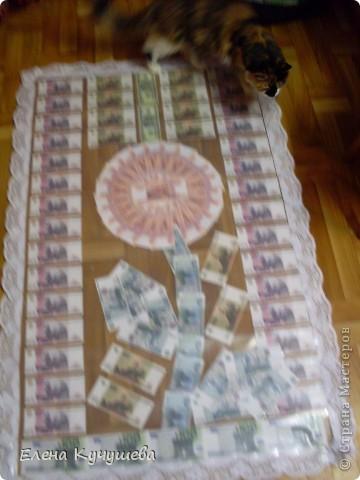 На просторах инета  увидела одеяло  из денег  для  молодожёнов, и родилась идея сделать подарочный ковёр ко дню рождения нашей заведующей. фото 15
