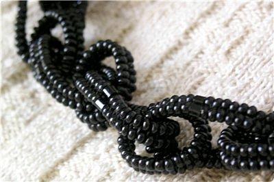 Большие и маленькие звенья сплетены каждое отдельно и прикреплены к витому жгуту. фото 2