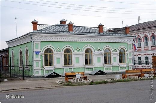 Я живу в небольшом сибирском городе Мариинске.  Это деревянное сооружение встречает каждого въезжающего. фото 9