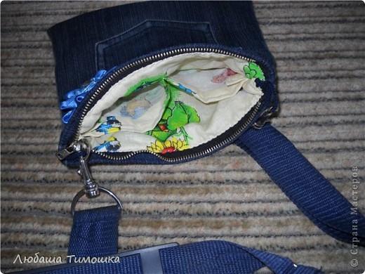 """Сумочка и моих джинсов, ремень у сумки - сняла со своей старой сумки, цветочек - самодельный.  Косметичка - набор фетровый """"Сделай вместе с мамой"""" (делали напополам с Настей). Правда фетр продублировала бязью, чтобы попрочнее косметичка получилась  Игольницу сделала уже давно. Все сфотографировать не получалось. Вишенку делала Настина одноклассница Катя фото 6"""