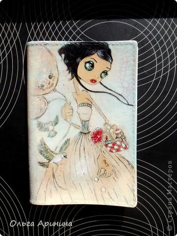 """Кожаная обложка для паспорта """"Ангел"""", декорированная в технике декупаж с применением кракелюра,подрисовка акриловыми красками, покрыта стекловидным лаком. В декоре применялись распечатки работ Caia Koopman фото 2"""