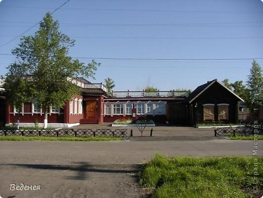 Я живу в небольшом сибирском городе Мариинске.  Это деревянное сооружение встречает каждого въезжающего. фото 8